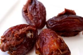 Sweet Tooth #1 – Medjool Dates & CashewButter